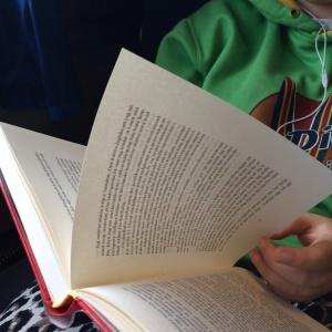 Läsande dotter