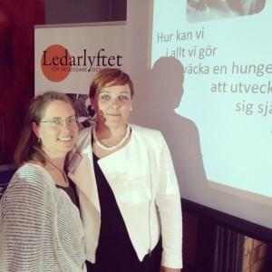 Jag och Anna Brix Thomsen framför dagens calling question från #nykraftiskolan.